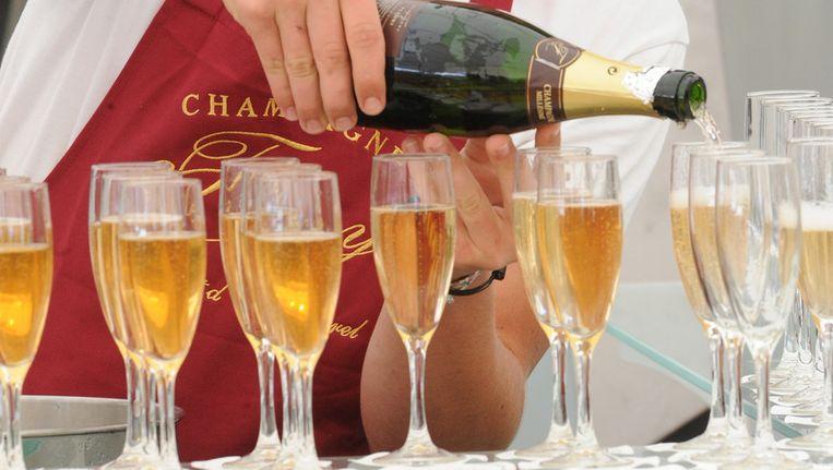 Champagne mag enkel en alleen op de enige echte Franse wijn uit de Champagnestreek