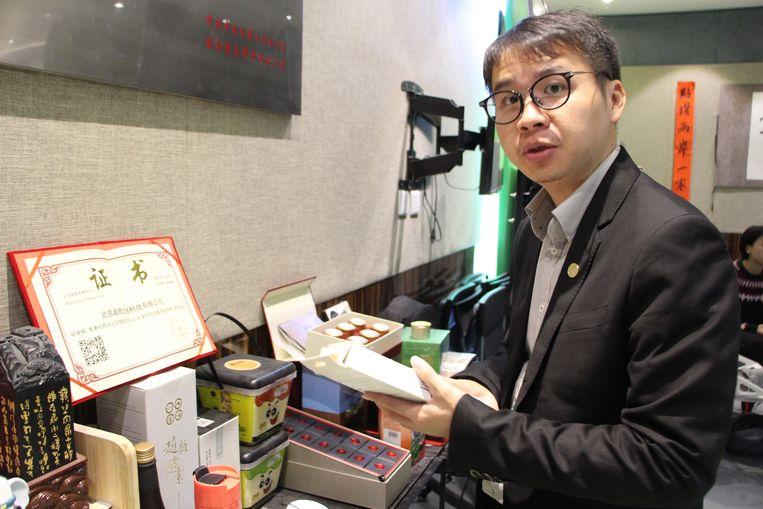 """Zheng Boyu:  """"Ik denk dat ons werk hier de beste reclame is voor de hereniging van Taiwan en het vasteland."""" Beeld Leen Vervaeke"""