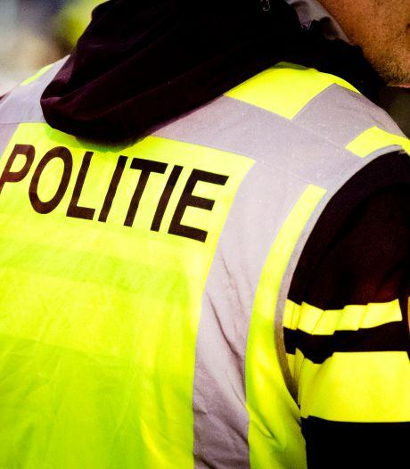 Scooterrijder weigert voorrang te verlenen en breekt been bij aanrijding op Perzikstraat in Naaldwijk