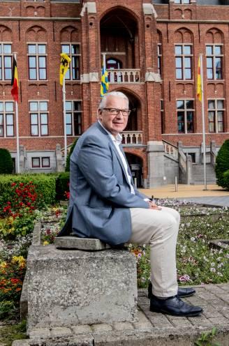 """INTERVIEW. Piet De Groote (55) is een half jaar burgemeester van Knokke-Heist: """"Ik vraag me nog vaak af hoe Leopold het zou aangepakt hebben"""""""