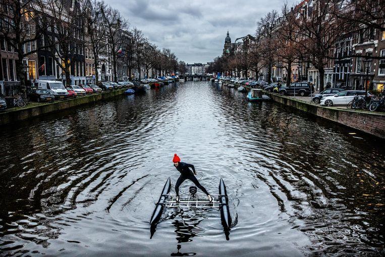 Frank de Ruwe schaatste heen en weer over de Keizersgracht, op het stuk tussen de Nieuwe Spiegelstraat en de Leidsestraat. Beeld Jean-Pierre Jans