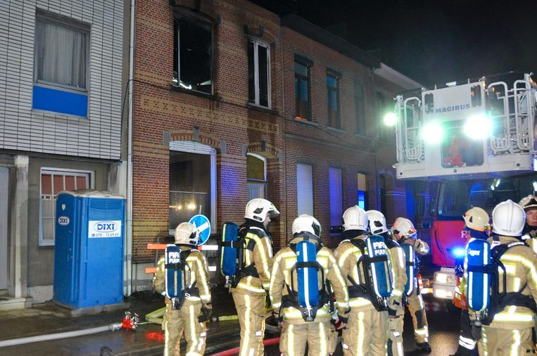 De brandweer kwam ter plaatse en kreeg het vuur snel onder controle.
