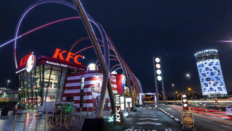 De vestiging van Kentucky Fried Chicken op de Foodstrip in Amsterdam Zuidoost, één van de eigen zaken die binnenkort naar een franchiseondernemer gaan Beeld Marc Driessen