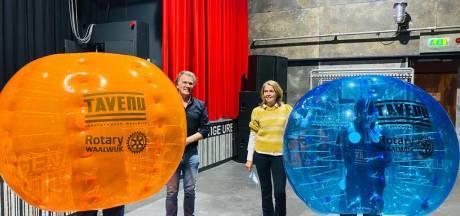 Rotary Waalwijk steunt De Tavenu bij acties voor jongeren: bubbelvoetbal en lasergamen