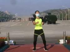 Danslerares filmt per ongeluk militaire staatsgreep en wordt internethit