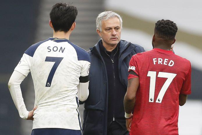 José Mourinho, Heung-Min Son en Fred na afloop van de wedstrijd Tottenham Hotspur - Manchester United.