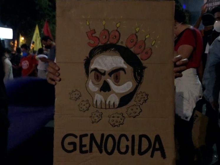 Brazilianen de straat op wegens half miljoen coronadoden