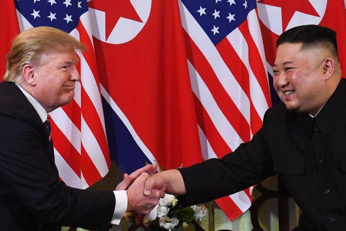 Trump en Kim tijdens de top in Hanoi.