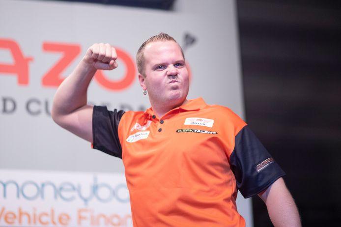 Dirk van Duijvenbode viert de overwinning op Denemarken.