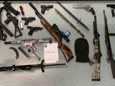 Antwerpse politie klist negen 'pedohunters' en neemt  wapenarsenaal in beslag