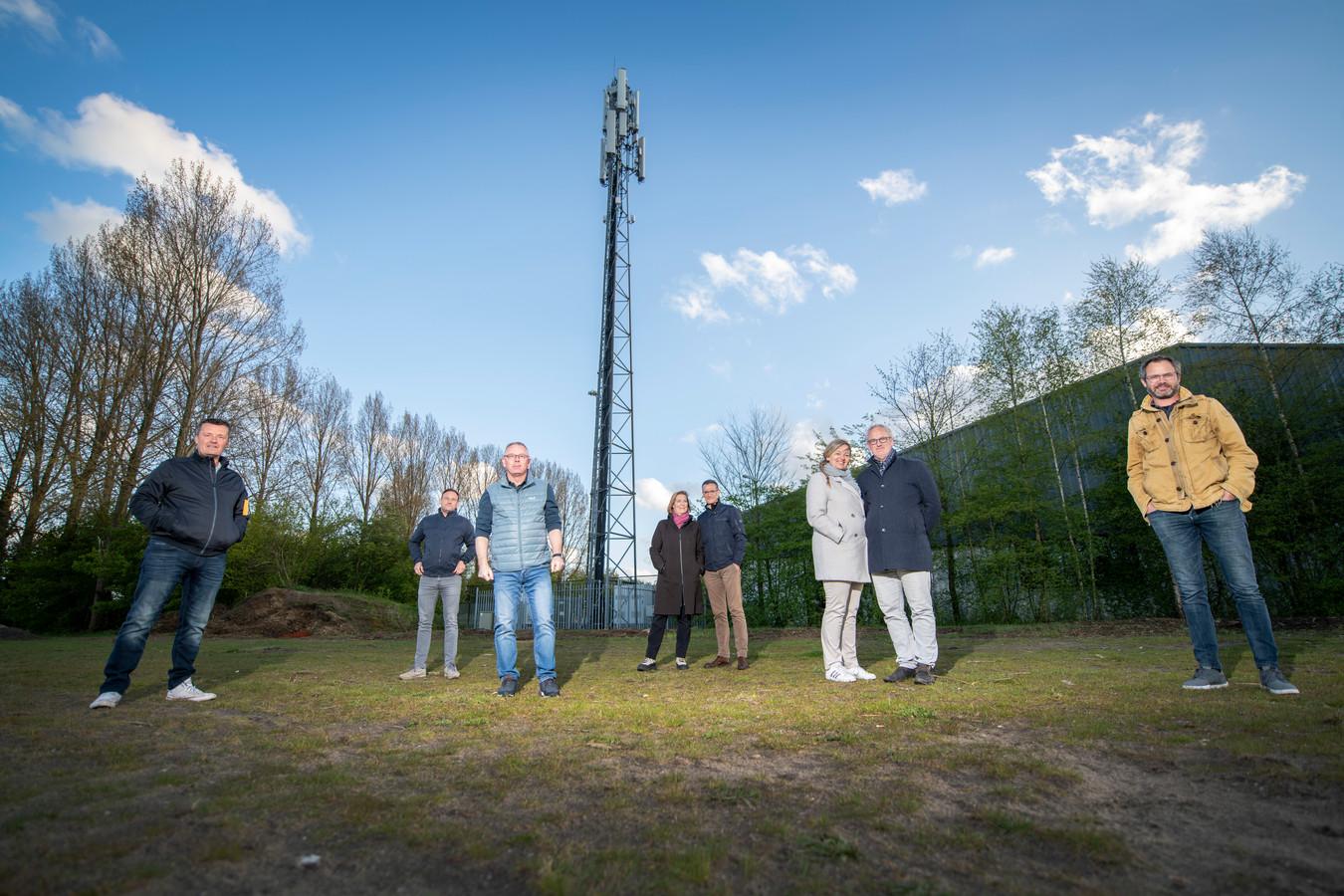 Omwonenden verzetten zich tegen de komst van een tweede zendmast bij het complex van TC Sprenkelaar.