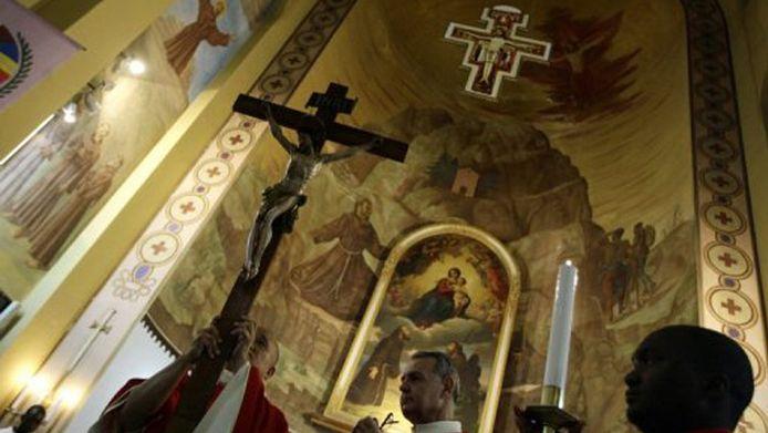 Une messe célébrée dans l'église catholique Saint-François, à Tripoli, le 22 avril 2011;