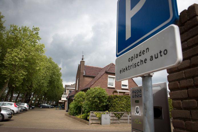 De oplaadplaats voor elektrische auto's aan het Julianaplein in Gendt.