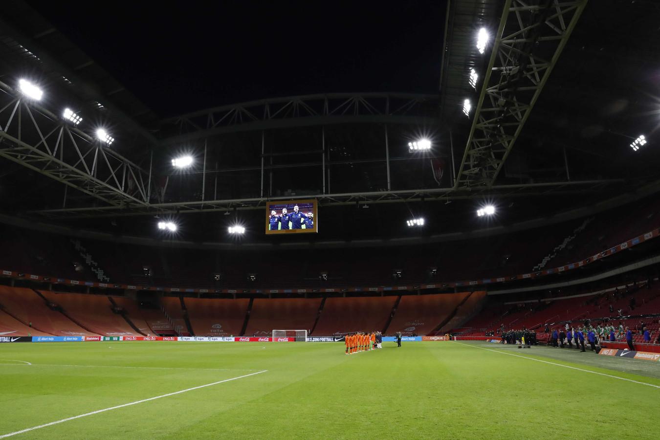 Lege voetbalstadions als gevolg van de nieuwe coronaregels.