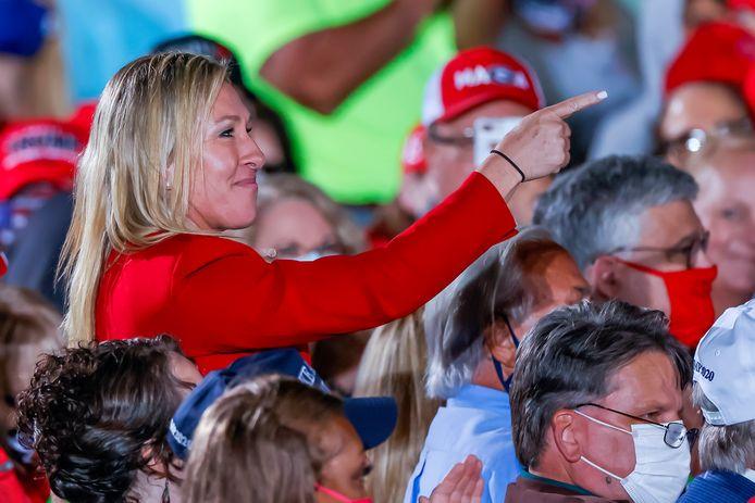 Marjorie Taylor Greene, candidate républicaine au Congrès en Géorgie et pr QAnon, ravie d'être reconnue par Donald Trump lors du meeting