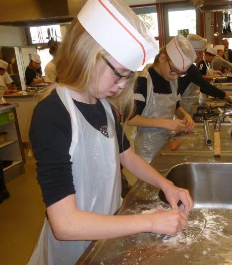 Elde College: wie bakt het lekkerste worstenbroodje?