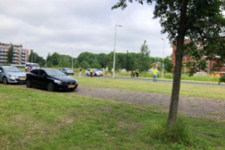 Politie doet onderzoek aan de Zuiderzeestraat. Beeld Roelf Jan Duin
