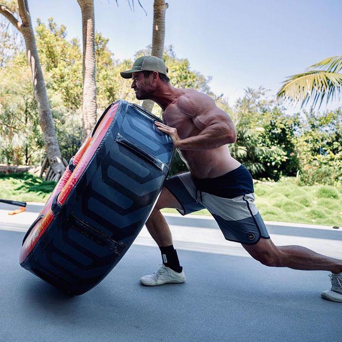 """Chris Hemsworth sort ses muscles pour """"Thor 4 Love and Thunder"""", attendu pour février 2022."""