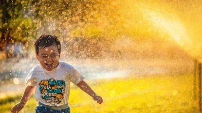 Zaterdag wordt het 26°C: zo smelten je kinderen niet weg in hun herfstgarderobe