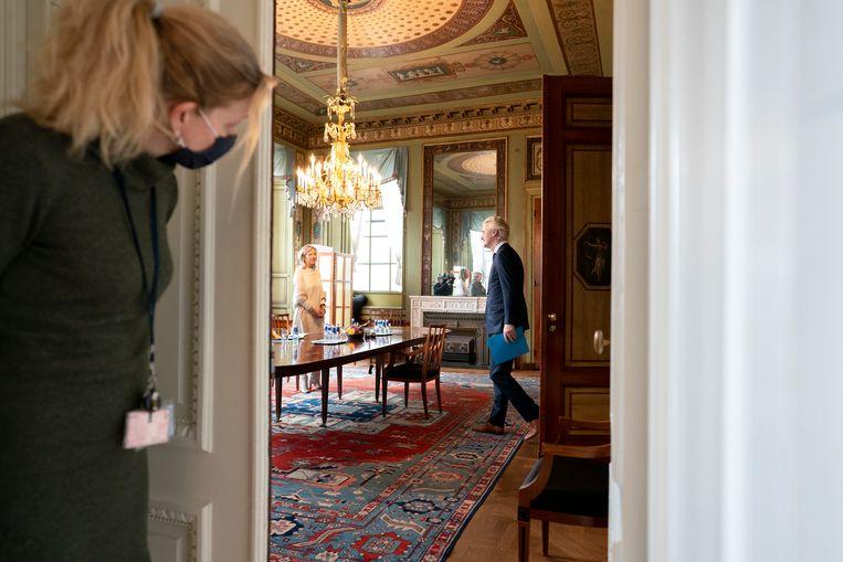 Geert Wilders  aan tafel bij verkenners Annemarie Jorritsma en Kajsa Ollongren. Beeld Freek van den Bergh / de Volkskrant