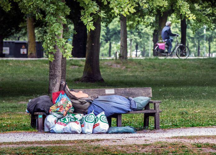 Daklozen rondom het station in Den Haag. Beeld ter illustratie.