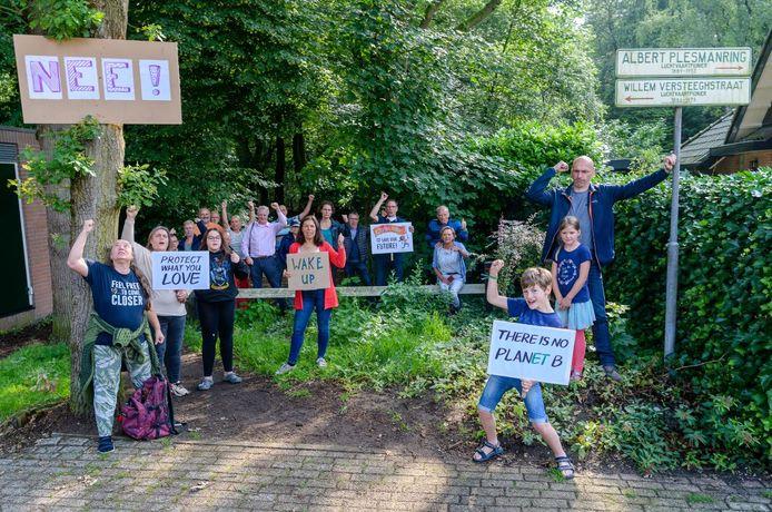 Buutbewoners willen niet dat gemeente Zeist in Huis ter Heide bomen voor huizen kapt.