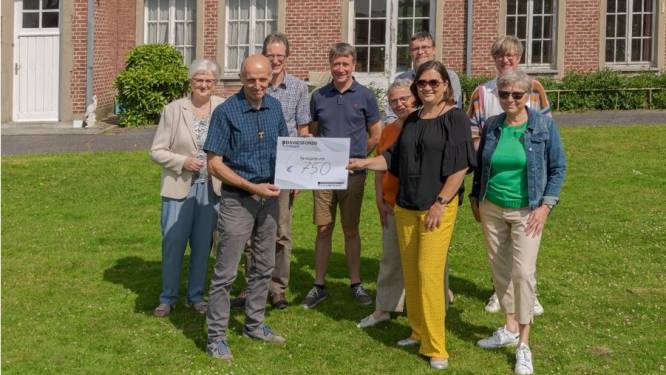 Davidsfonds schenkt 750 euro aan vzw Poverello