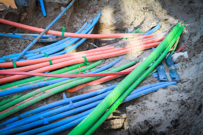 Het wordt steeds drukker onder de grond met kabels en leidingen.