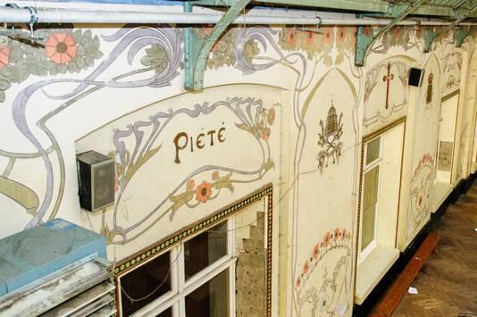 De typische art nouveau-muurschilderingen zullen een opfrisbeurt krijgen.