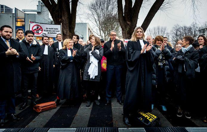 Advocaten voerden al eerder actie, hier bij de rechtbank in Amsterdam.
