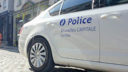 Politie ontdekt 382 gram cannabis en 2.730 euro in Franse wagen