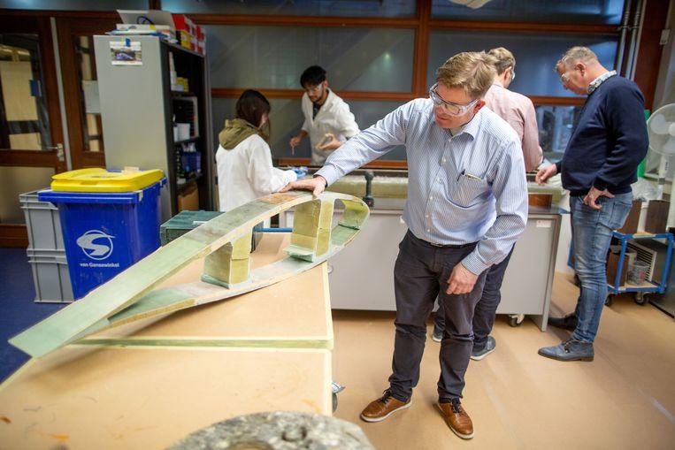 Op Hogeschool Windesheim wordt onderzoek gedaan naar de mogelijkheden om afgedankte windmolens te hergebruiken.  Beeld Herman Engbers