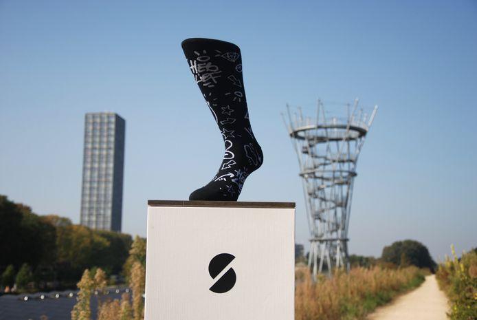 Door heel de stad worden sokken opgehangen met het nieuwe design. Vind je een paar? Dan mag je die gewoon meenemen.