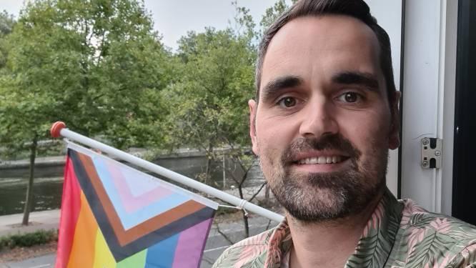 Hartverwarmend! Dennis (42) hangt regenboogvlag op voor Rotterdam Pride en zijn buren doen spontaan mee