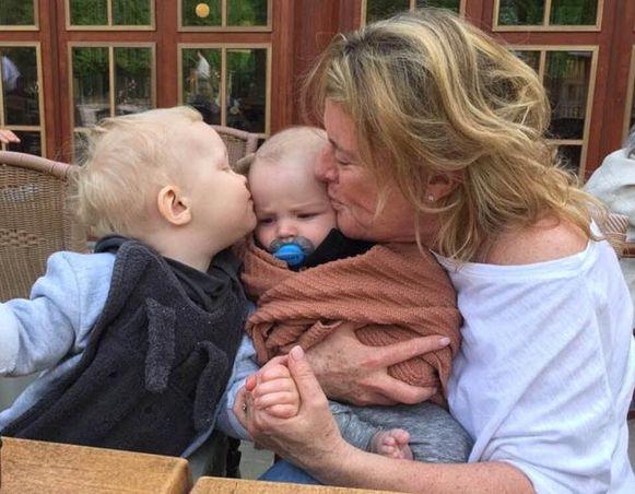 De strandvakantie begon nochtans perfect voor Isabelle en haar kleinkinderen Phil en Lewis.