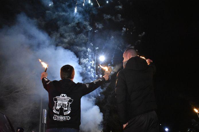 Met fakkels wordt er vanavond door Scheveningen gelopen om het vreugdevuur van volgend jaar te ondersteunen.
