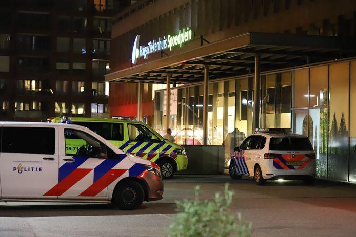 De bebloede man is zelfstandig naar het ziekenhuis gegaan.