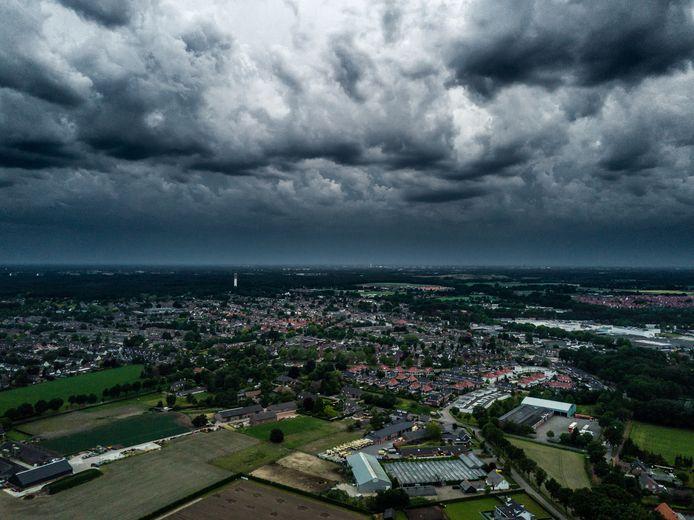 Een storm hangt in de lucht, foto ter illustratie