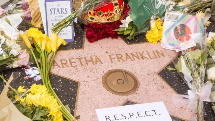 Bloemenzee bij ster Aretha op Walk of Fame