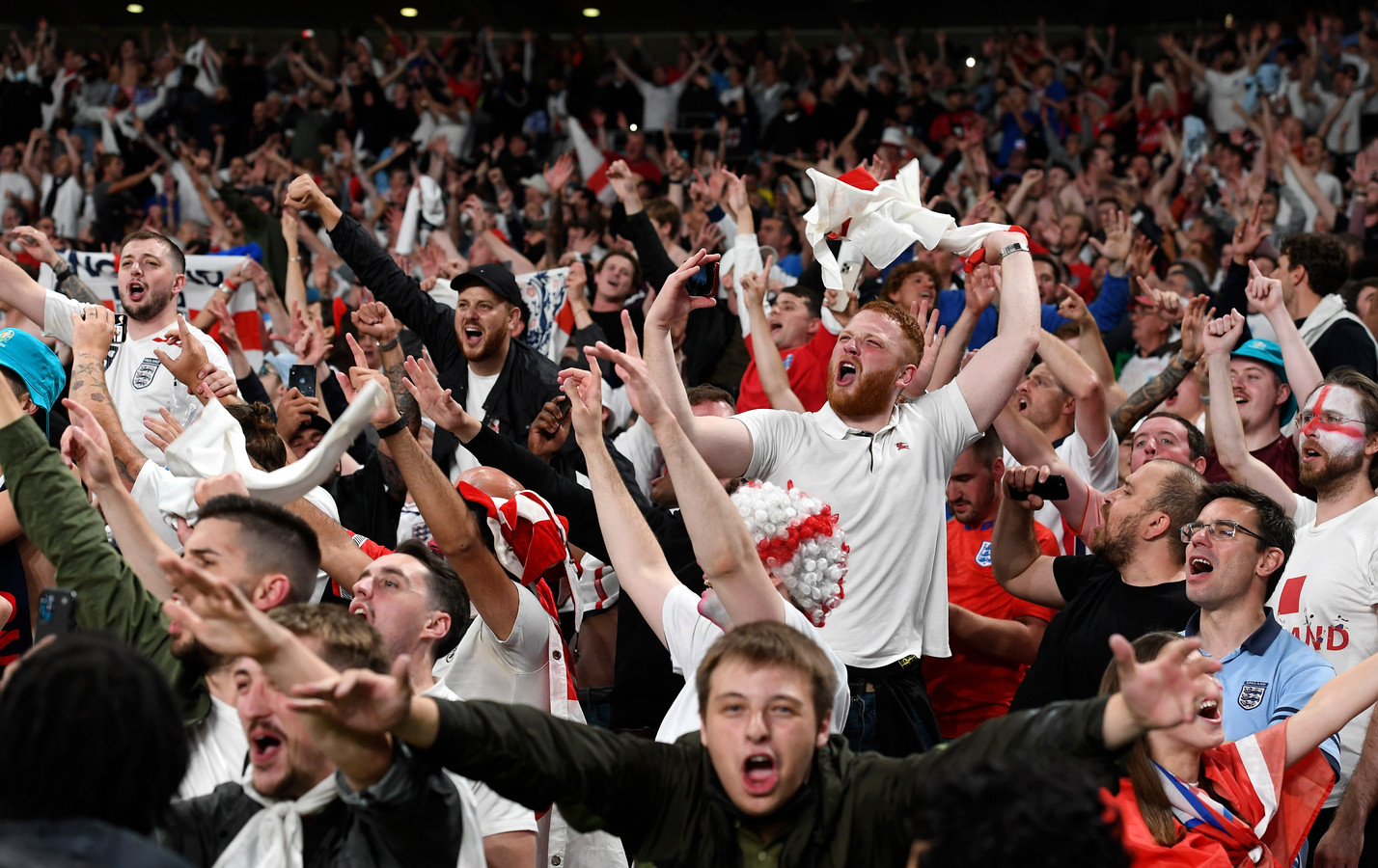 Engelse fans vieren het bereiken van de EK-finale, zondag tegen Italië.
