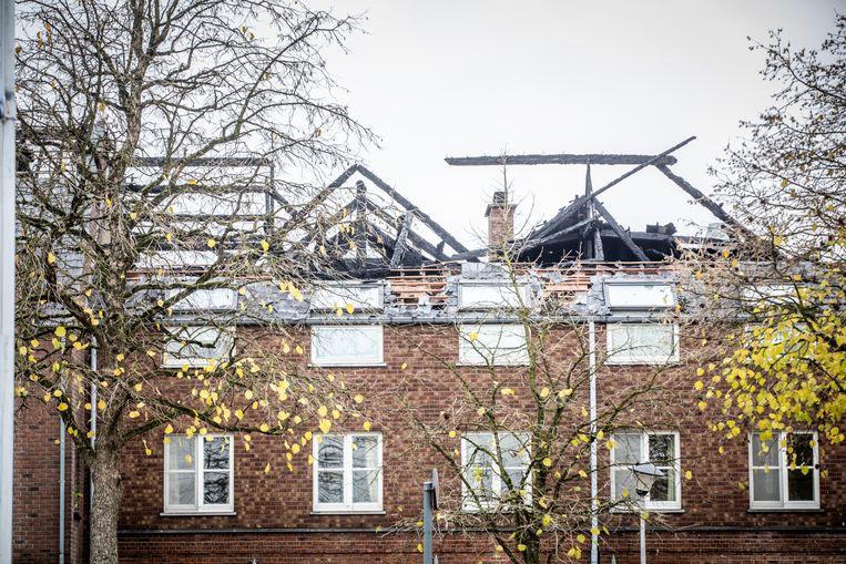 Het toekomstige asielcentrum dat een aantal dagen geleden in brand werd gestoken.