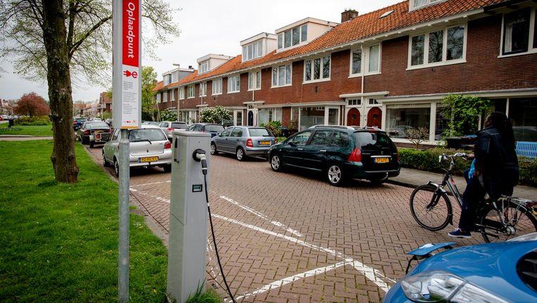 Oplaadpunt voor elektrische auto's in Amsterdam Beeld Robin van Lonkhuijsen/ANP