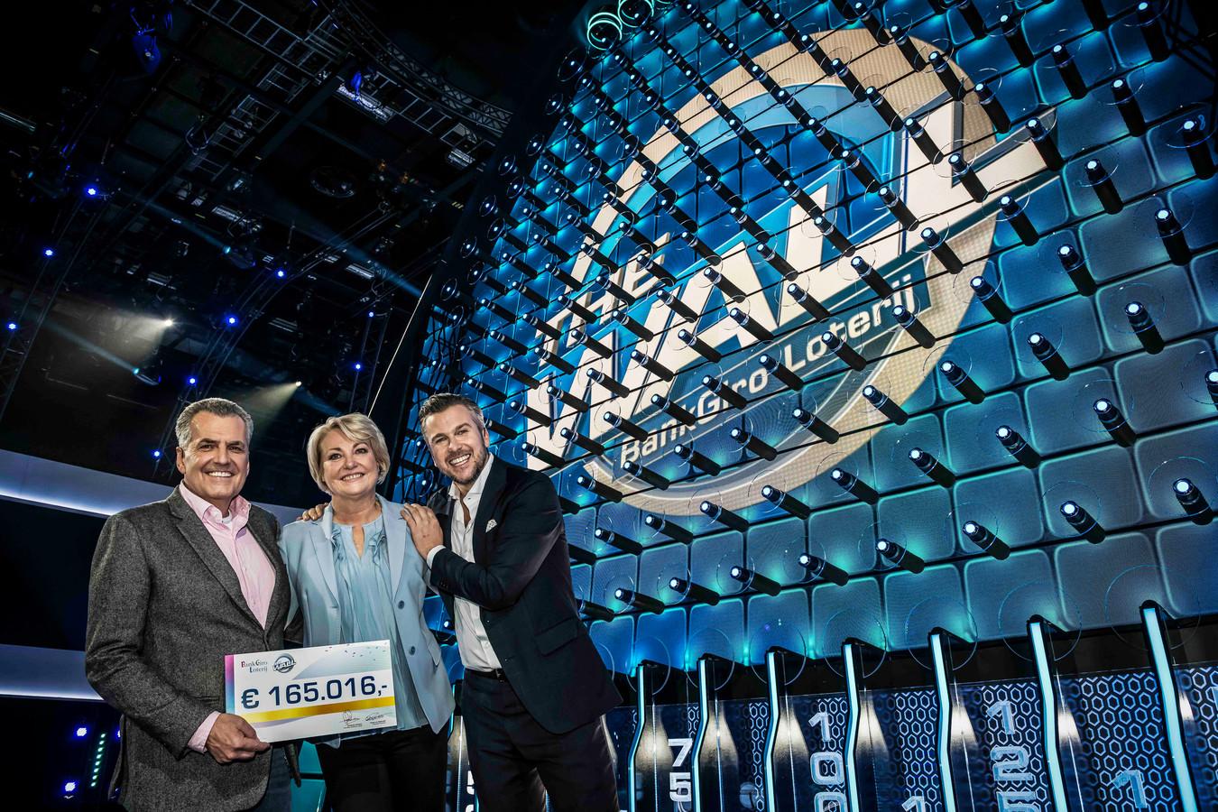 Myriam en Maarten uit Sint-Michielsgestel winnen ruim 165.000 euro in tv-show 'BankGiro Loterij The Wall'.