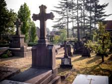 Prachtig eresaluut voor 'ondeugend jongetje van in de 80' op Bredase begraafplaats