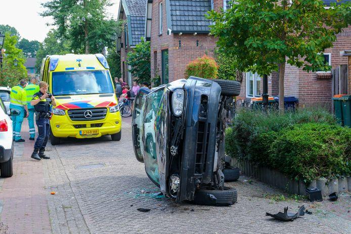 De auto eindigde op de zijkant, omdat het gaspedaal werd ingedrukt in plaats van de rem.