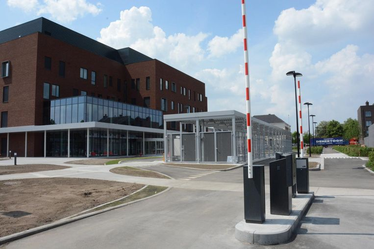 De nieuwe hoofdingang van het AZ Nikolaas wordt maandag in gebruik genomen.