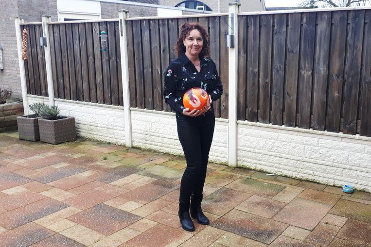 Marja van Dijk, bowlingkampioene uit Duiven. Beeld Emiel Hakkenes
