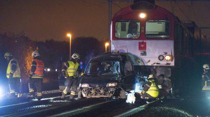 Trein ramt auto in Boechout: chauffeur net op tijd gered