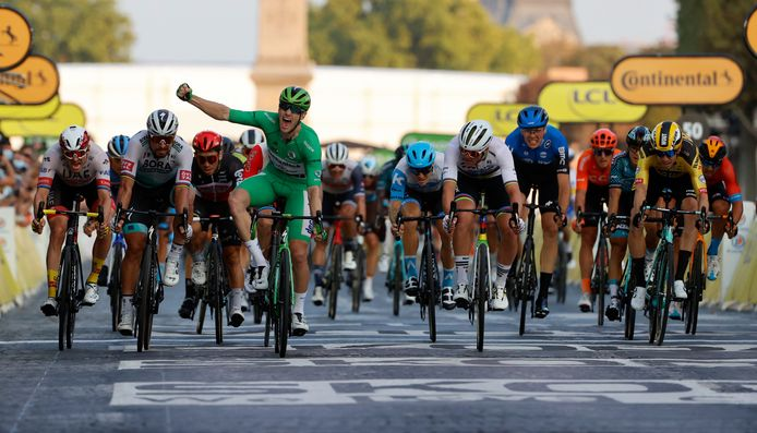 Vorig jaar won Sam Bennett op de Champs-Elysées.