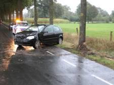 Stegeboersweg afgesloten na botsing tussen twee auto's in Wierden